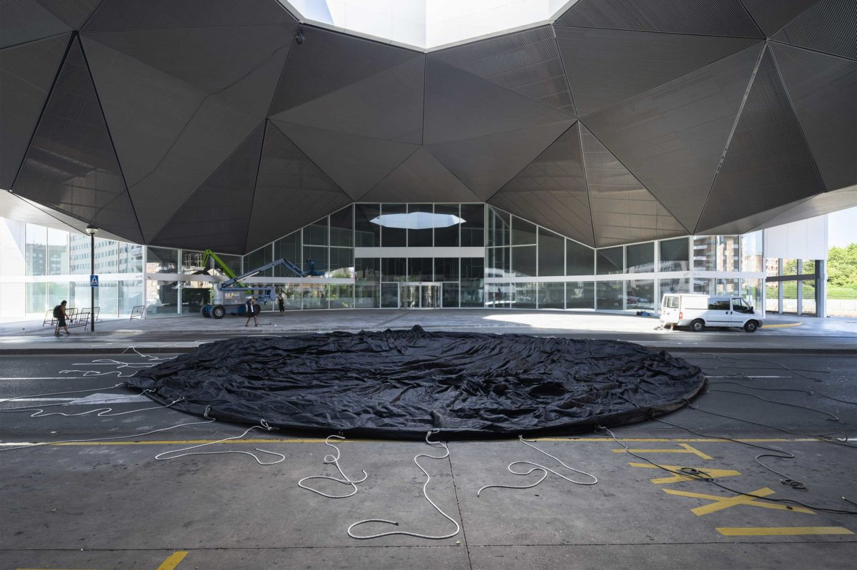 BLACKOUT Logroño - Spain 2021 Concéntrico 07 Festival Intermodal Station Dome. With the collaboration of Logroño Integración del Ferrocarril Black sphere of 15m of diameter installed in the oculus of a main train station.